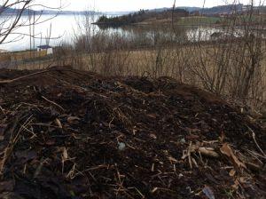 Scenisk kompostbunke.